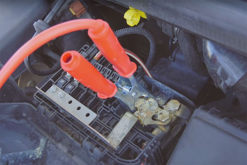 how to use red fuel jump starter