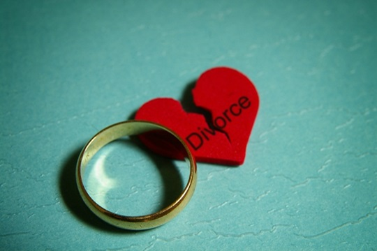 Divorce ring broken heart